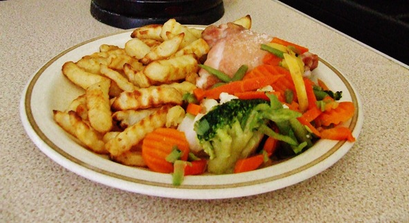 Chicken, chips and veggies