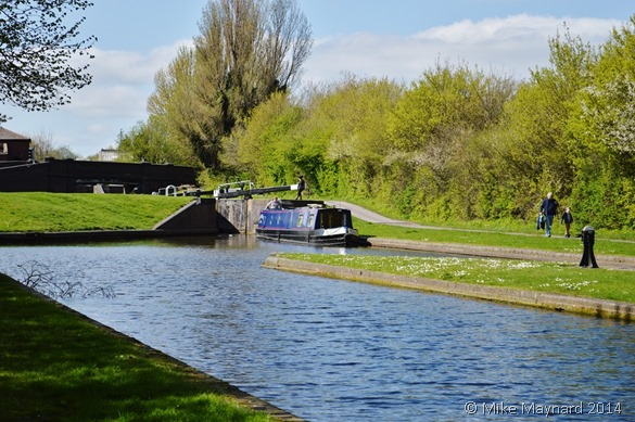 1 narrowboat on canal