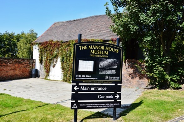 1 Manor House sign